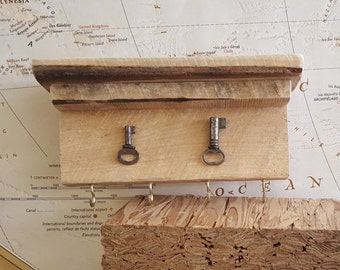 Rustic Key Ring Holder with Reclaimed Pallet Wood