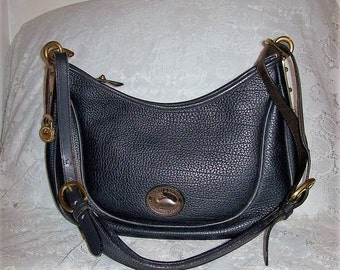 Vintage Ladies Navy All Weather Leather Dooney & Bourke Shoulder Bag Only 39 USD