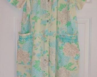 Vintage Bathrobe Housecoat Robe Leisure Life Size 18 Pastel Smocking