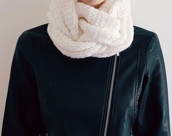 Chunky White knit Women scarf, cable scarf , circle scarf, crochet scarf, knit infinity scarf, cute scarf, large scarf, neckwarmer,