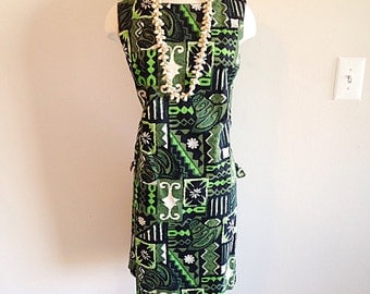 Vintage Hawaiian Shift Dress Green Tapa Print Mid Century Tiki