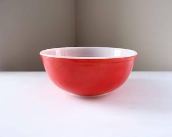 Vintage Pyrex mixing bowl #404