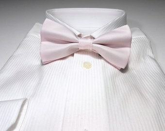 Bow Tie in Light Pink Solid
