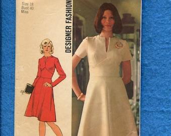 1970's Simplicity 5789 Retro A-Line Dress with Neckline Slit Size 18