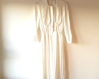1960s white Japanese silk shirtdress. Fits a size xs / small