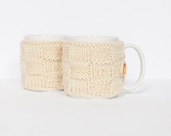 2 Knitted mug cosies, cup cosy, mug cosy, coffee cosy in cream. Coffee mug cosy / coffee sleeve as a coffee gift!