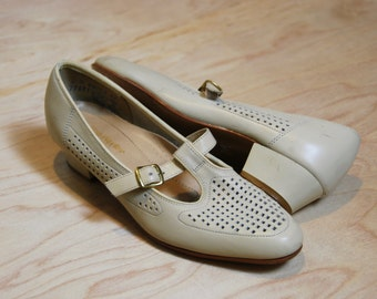 1960's off white Hush Puppies leather t-strap heels •  size 6
