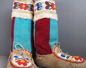 Beaded mukluks - vintage moccasins - Inuit moccasins - slippers - tribal -Native American Mocs - Inuit boots - winetr slippers - boho boots