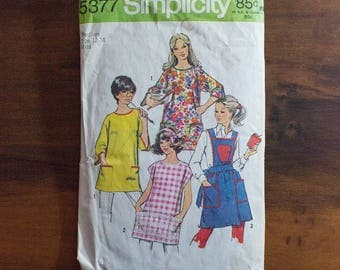 1972 SImplicity 5377 Misses' and Womens' Set of Aprons and Potholder- Size Medium