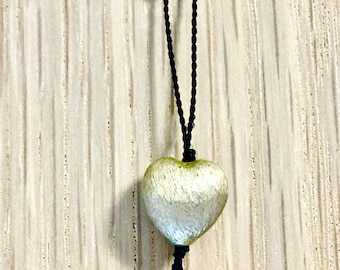Thread beaded necklace with pearls with a heart pendant