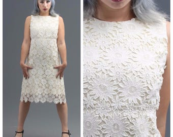60s White Daisy Lace Dress // Mod Go-Go Girl, Swinging London, Carnaby Street Style // Non-Traditional Bride