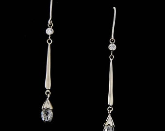 Elegant 18 kt white gold briolette diamond drops