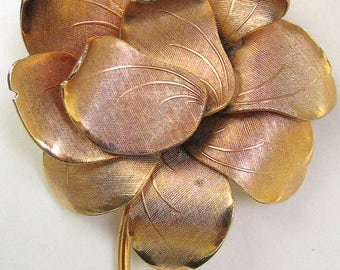 Vtg Coro Flower Pin Textured Goldtone Curved Petals