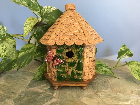 Wine cork birdhouse wooden birdhouse recycled wine bottle for How to build a birdhouse out of wine corks