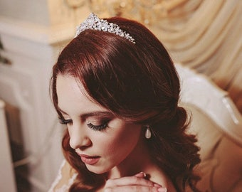 Pearl and Crystal Bridal Tiara, Swarovski Bridal Headpiece, Floral Bridal Tiara, Silver Tiara, Headpiece