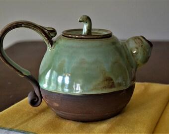 Teapot, drinkware, serveware, tea, sake, green teapot, green pottery, pottery teapot
