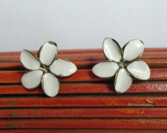 Ivory 40s Vintage Ear Clips