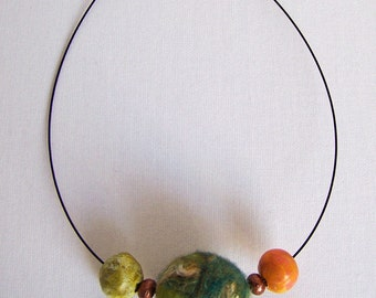 Pretty simple and unique necklace in green and orange tones, great to wear and not heavy.
