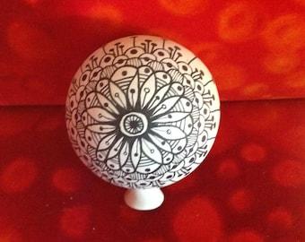 Rose ball painted 10 cm in diameter made of white clay in Zentangletechnik