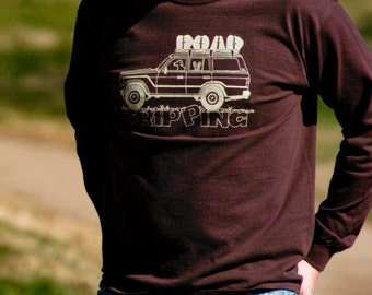 ROAD TRIPPING Hand-Screen Printed 100% Cotton Long-Sleeve Tee in Chocolate Brown and Off-White