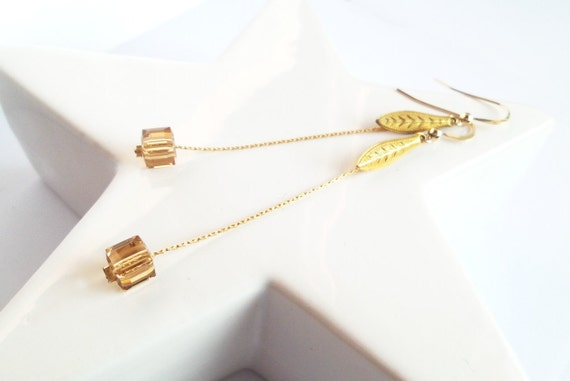 Long Earrings, elegant and sober, fine and modern, Gold filled 14 carats and real crystal Swarovski, bright, oval charm