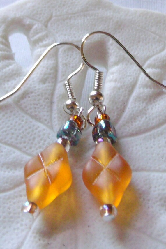 Honey pillow diamond shaped earrings, triangle bead green iridescent, short light weight jewelry, minimalistic, warm fall colors, gift
