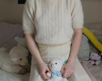 ivory lambswool sweater - medium
