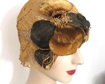 Wonderful Vintage 1920s Flapper Straw Cloche Hat w Velvet Flowers