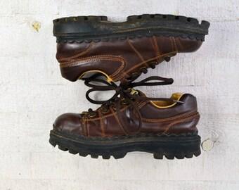 1990s LEI Platform Shoes Sz 7 Vegan Faux Leather Oxford 90s Platform Sneakers Brass Grommets Brown Lace Up Platform Shoes Hi High Profile