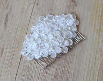 Ivory lace flowers haircomb Hair fascinator for bride