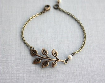 Wedding Leaf Bracelet. Nature Inspired Brass Leaves Bracelet. Bridesmaids Gifts. Bridal Bracelet. Country Wedding. Fall. Autumn Inspired.
