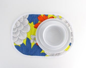 Bold Floral Mid Century Placemats - Vintage 1960s Colorful Table Linens