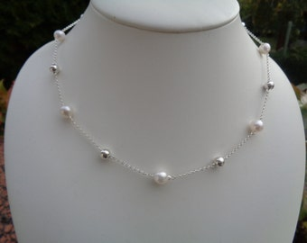 Necklace in 925 Silver with Akoya cultured pearls, cool elegance!