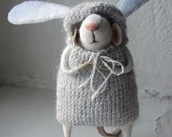 Felt mouse.The little felt mouse.Mouse wool.