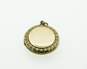 A Circular Rolled Gold Locket With A Decorated Border   SKU594