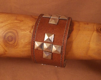 FREE SHIPPING! Handmade bracelet with metal pyramid spikes