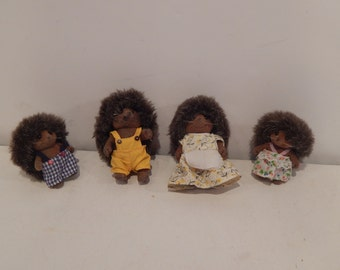 Calico Critters Pickleweeds Hedgehog Family Epoch Lot of 4 CC1943