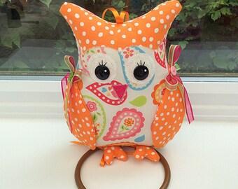 Owl wall Hanger / kitchen accessories / novelty owl / fabric owl / owl decoration / bird hanger / animal hanger / cute bird / owls