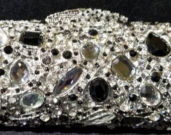New Silver With  Austrian Crystal  -Hard Shell Clutch Evening Minaudiere Handbag
