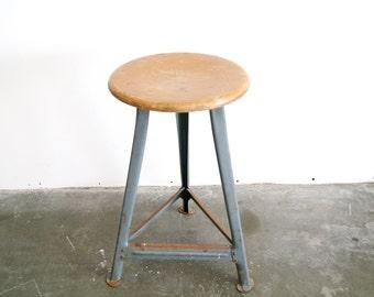 Industrial stool, stool, garage stool - Bauhaus