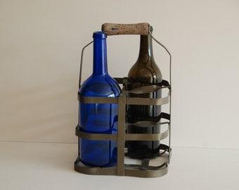 French vintage painted metal 4 bottle carrier or bottle holder, 1950s. Square bottle slots. Good shape with nice old handle.