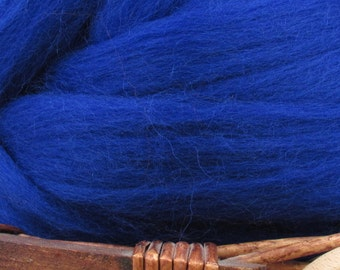 Dyed Corriedale Natural Spinning Fiber Wool Top Roving / 1oz - Sapphire