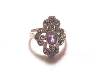 Vintage 925 sterling silver ring with purple stone  size 5.75