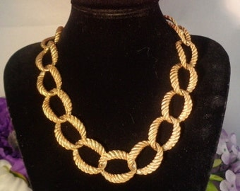 "Vintage Anne Klein Large Goldtone Round Link Necklace 17"" w/Toggle Clasp."