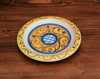 Small yellow ceramic plate painted by hand Italian artistic majolica Favor wedding Gifts for guests Souvenirs pottery and ceramics Italy
