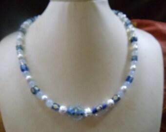 BEA statement Neclaces vintage Blau tones