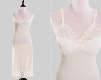 Vintage Off-White Daywear Slip With Adjustable Straps Ruffled and Scalloped Edges