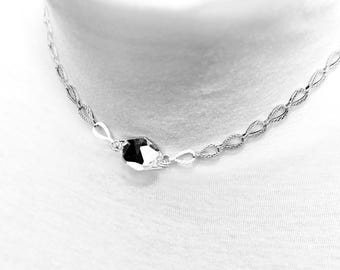 SOLITAIRE, irresistible jewel graphic & glamorous