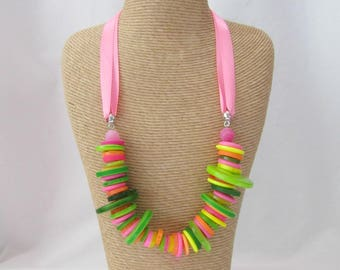 Button stack necklace