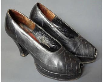 Vintage 1970s/70s does 1940s/40s Leather PLATFORM SHOES Wedge